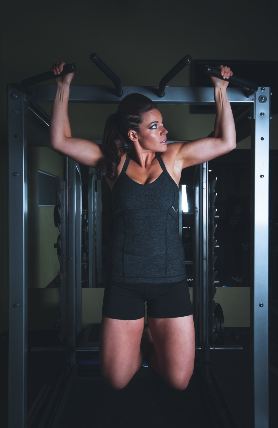 woman in black working out pull up bar
