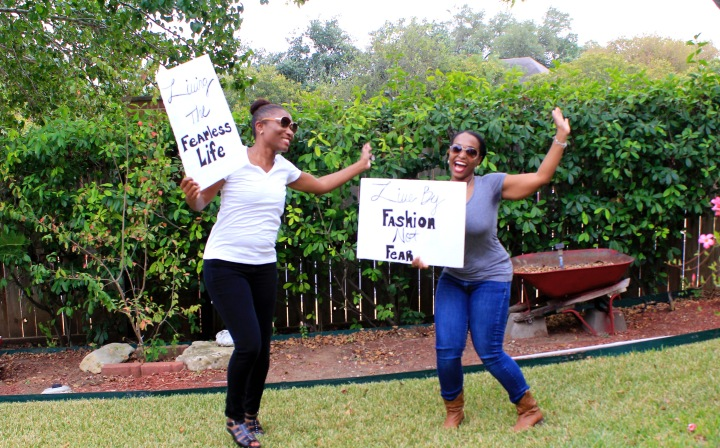 bue labels boutique girls holding signs